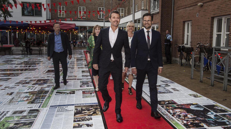 Su Alteza Real el Príncipe Heredero Frederik y el alcalde de Odense, Peter Rahbæk Juel, llegan al Festival Internacional de Cine de Odense 2020, el lunes 24 de agosto de 2020. Seguidos por la ministra de Cultura Joy Mogensen y la concejala de Odense Jane Jegind