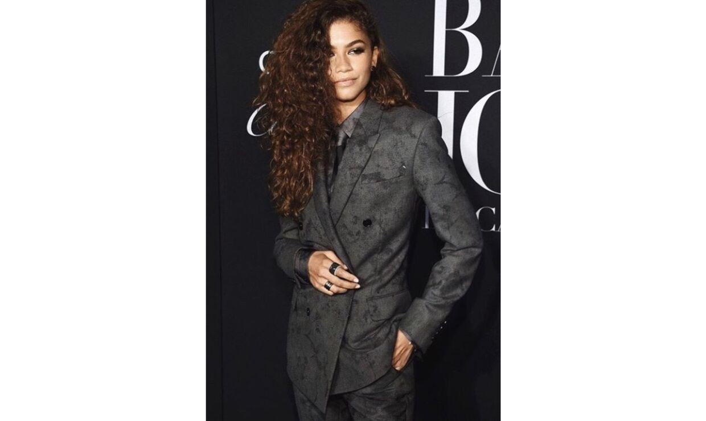 Zendaya, der blandt andet er kendt fra HBO serien Euphoria er udover skuespillet også model og har blandt andet lavet en kollektion i samarbejde med amerikanske modegigant Tommy Hilfiger. Hendes stil er ret drenget og derfor er oversized 90'er suit det perfekte outfit. Foto: Instagram/@zendaya