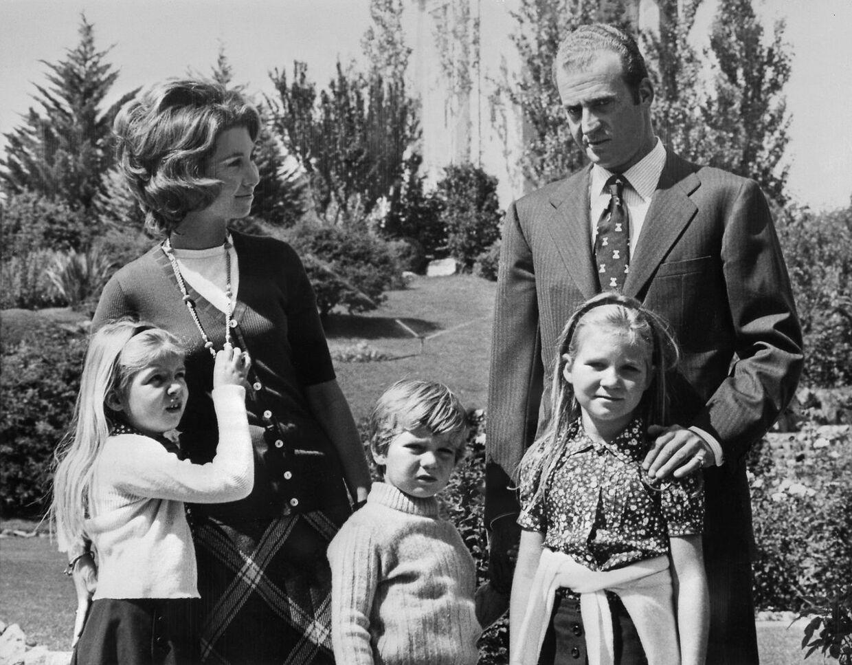 Juan Carlos og prinsesse Sofia med deres tre børn i 1972: prinsesse Elena, prins Felipe og prinsesse Cristina.