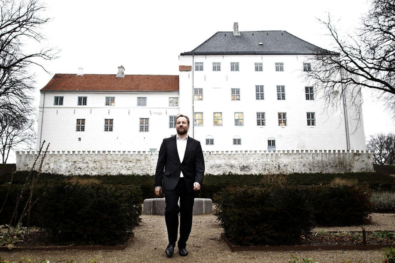 Mads Bøttker foran Dragsholm Slot.