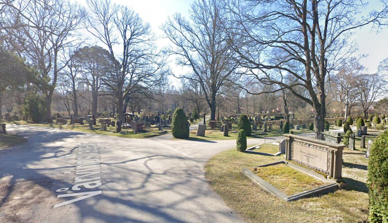Det var her på kirkegården i Solna nord for Stockholm i Sverige, at det brutale overgreb på to drenge fandt sted.