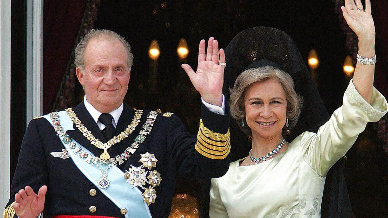 Skandalerne er de senere år væltet ned over den spanske ekskonge Juan Carlos. Her ses han med dronning Sofia, mens alt stadig var godt i 2004.