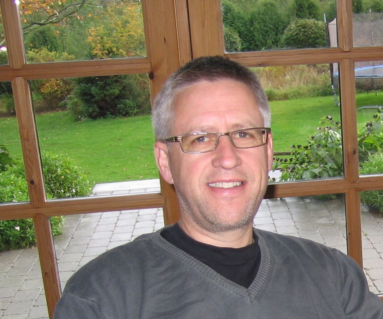 Erik Hansen blev chikaneret af unge indvandrere, da han i forbindelse med sit arbejde skulle dække en knust rude til ved Korsløkkeparken, Odense.