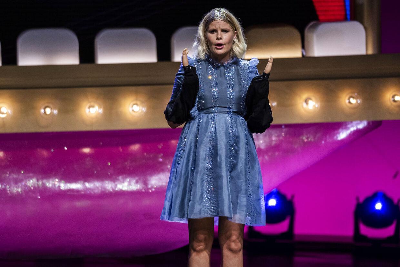 Sofie Linde på scenen ved ZULU Comedy Galla 2020 der afholdes i Operaen i København, onsdag den 26. august 2020. (Foto: Martin Sylvest/Ritzau Scanpix 2020)