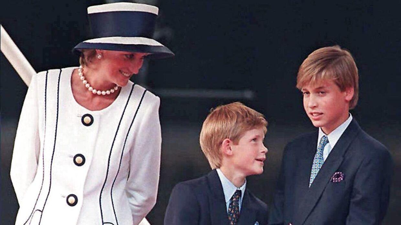 Prinsesse Diana sammen med William og Harry.