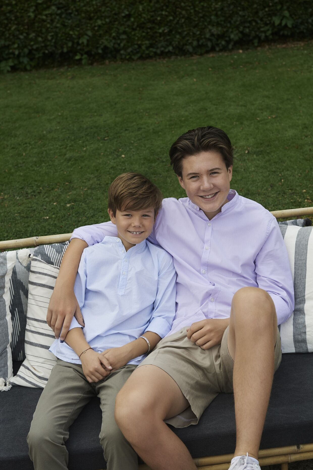 Der er ingen tvivl om, at de to prinser, prins Christian og prins Vincent, er glade for hinanden.