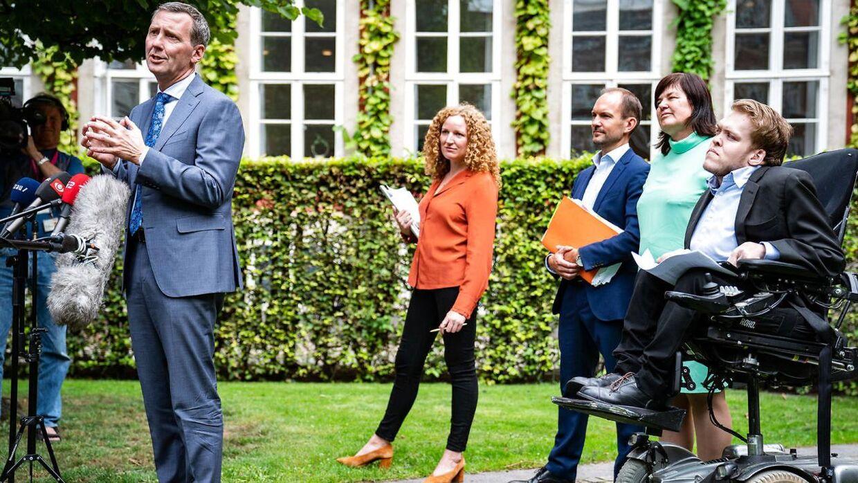 Justitsminister Nick Hækkerup (S), Jeppe Bruus (S) Rosa Lund (EL), Karina Lorentzen (SF) og Kristian Hegaard (RV) præsenterede tirsdag ny aftale om samtykkelov i Justitsministeriets gård tirsdag den 1. september 2020.