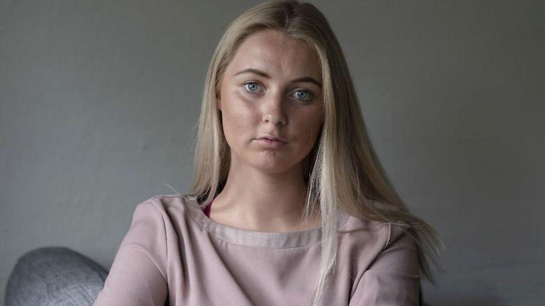 Emilie Riddersholm blev voldtaget til en fest, nu glæder hun sig over en ny lovgivning om samtykke.