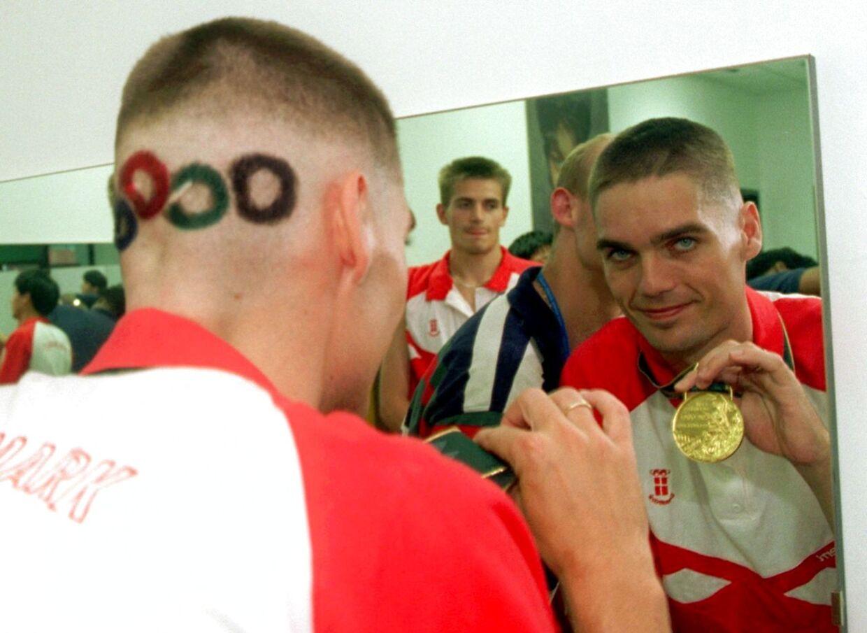 Her ses Poul-Erik Høyer efter OL-triumfen i 1996.