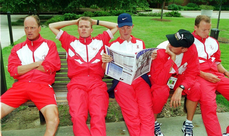 Et lidt søvnigt dansk landevejshold til pressemøde mandag morgen 30. juli. Fra venstre: Riis, Sørensen, Holm, Skibby og Michaelsen. NORDFOTO 1996