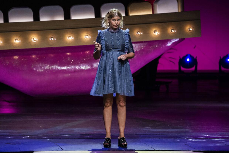 Sofie Linde på scenen ved 'Zulu Comedy Galla' 2020, som afholdes i Operaen i København, onsdag 26. august 2020. (Foto: Martin Sylvest/Ritzau Scanpix 2020)