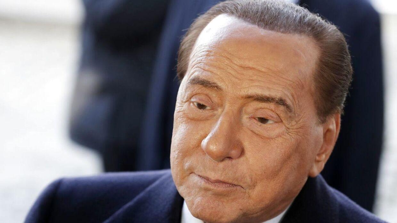 Silvio Berlusconi er blevet indlagt på hospitalet.
