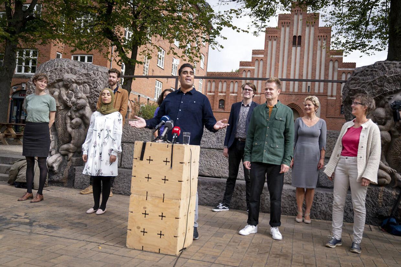 Det nye parti Frie Grønne holder pressemøde på Blågårds Plads på Nørrebro i København mandag den 7. september 2020. Til stede bl.a Sikandar Siddique (politisk leder), Uffe Elbæk, Susanne Zimmer, Niko Grünfeld .