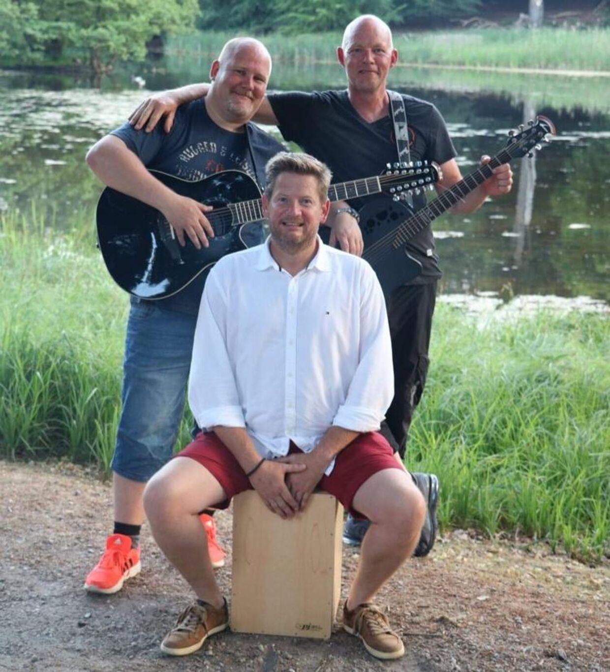 Flying Moments består af /fra venstre) 45-årige Tony Eichen, 50-årige René Hultgreen og 51-årige Flemming Buchhave Nielsen.