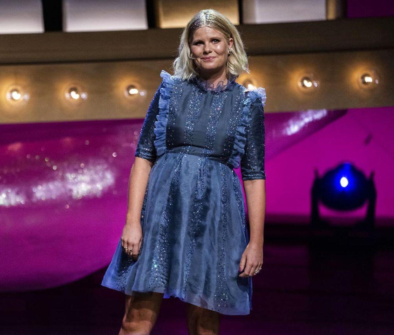 Sofie Linde på scenen ved Zulu Comedy Galla 2020, der blev afholdt i Operaen i København.