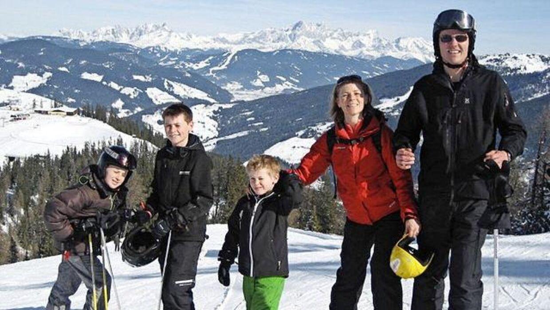 Familien var i 2010 på skitur i St. Johann Im Pongau i Østrig. Drengene var hhv. 6, 10 og 12 år gamle.