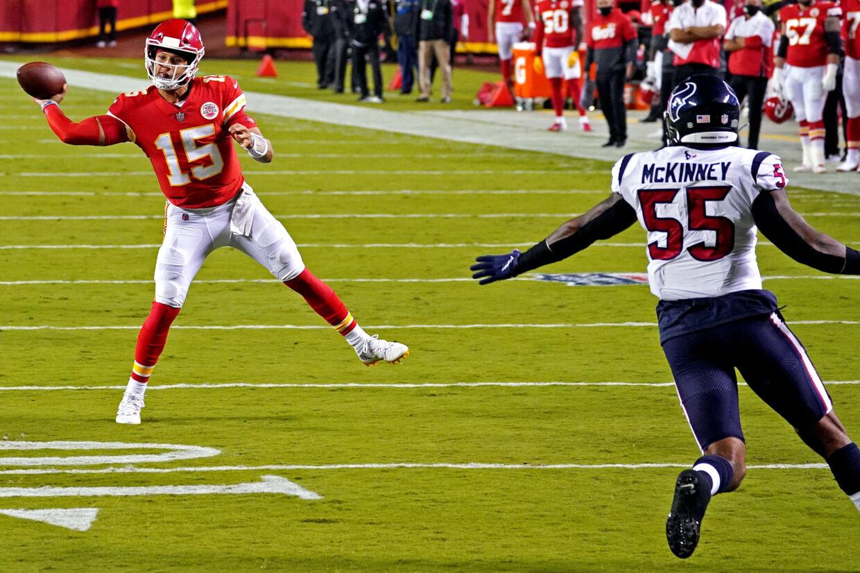 Patrick Mahomes (til venstre) viste sig fra sin gode side, da Kansas City Chiefs åbnede NFL-sæsonen med en sikker sejr. Denny Medley/Ritzau Scanpix