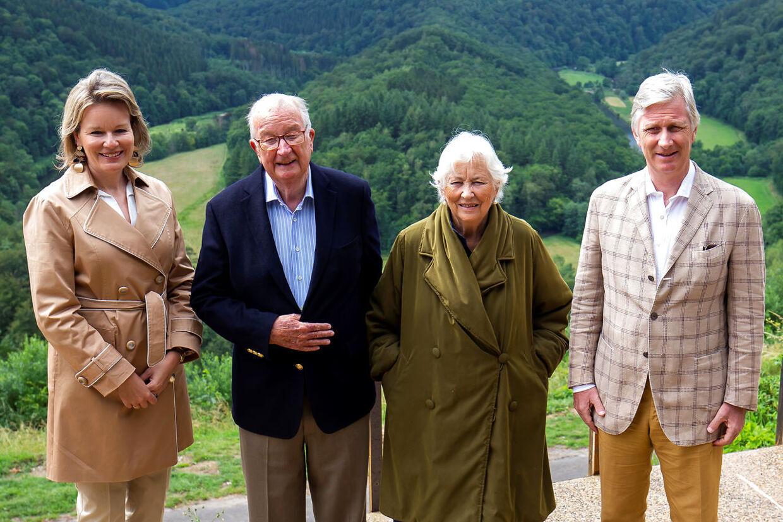 Ekskong Albert (anden fra venstre) ses her ved siden af sin svigerdatter, dronning Mathilde af Belgien, og med sin kone, eksdronning Paola, på den anden side. Yderst til højre står Kong Philippe.