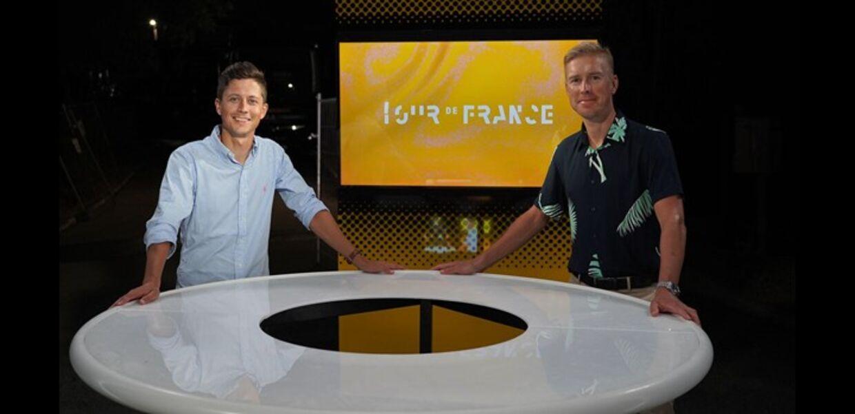 TV 2 har opgraderet Tour-satsningen med programmet 'AftenTour' - her ved Rasmus Staghøj og Lars Bak.