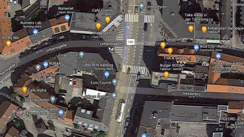 Kvinden kørte i krydset mellem Urbansgade og Vesterbro, da den første anmedelse indløb hos politiet.