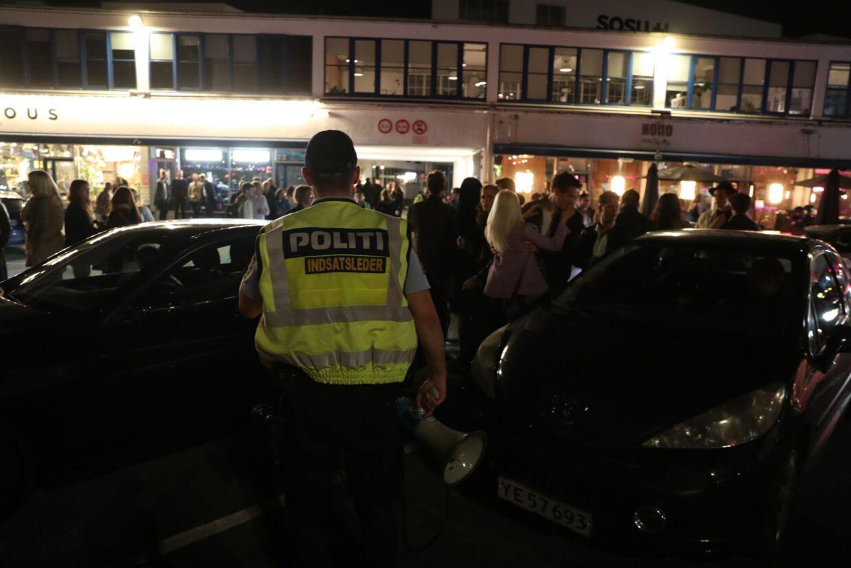 Også indsatsledere fra Københavns Politi var at finde i bybilledet lørdag aften.