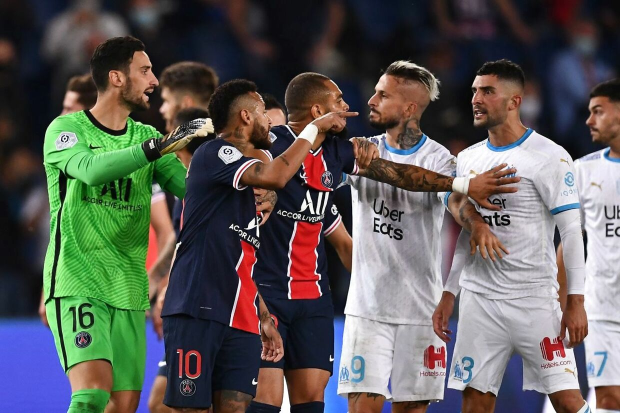 Paris Saint-Germain's players and Marseille's players scuffle at the end of the French L1 football match between Paris Saint-Germain (PSG) and Marseille (OM) at the Parc de Princes stadium in Paris on September 13, 2020. (Photo by FRANCK FIFE / AFP)