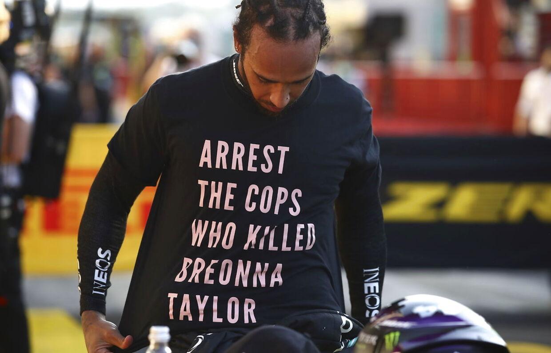 Lewis Hamilton med den omtalte T-shirt.