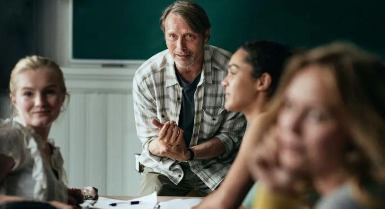 Mads Mikkelsen spiller gymnasielæreren 'Martin' i filmen 'Druk'.