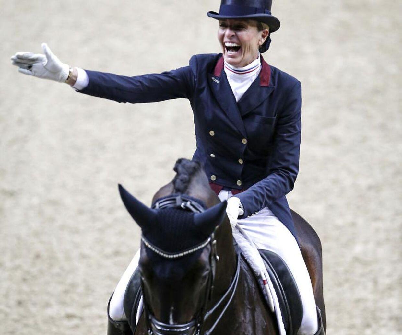 Charlotte Jorst rider dressur på landholdsplan i USA.