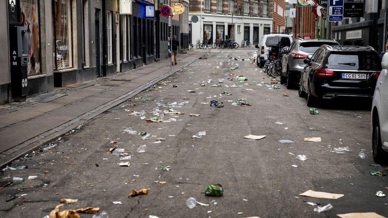Skrald og affald i gaderne i indre by København.
