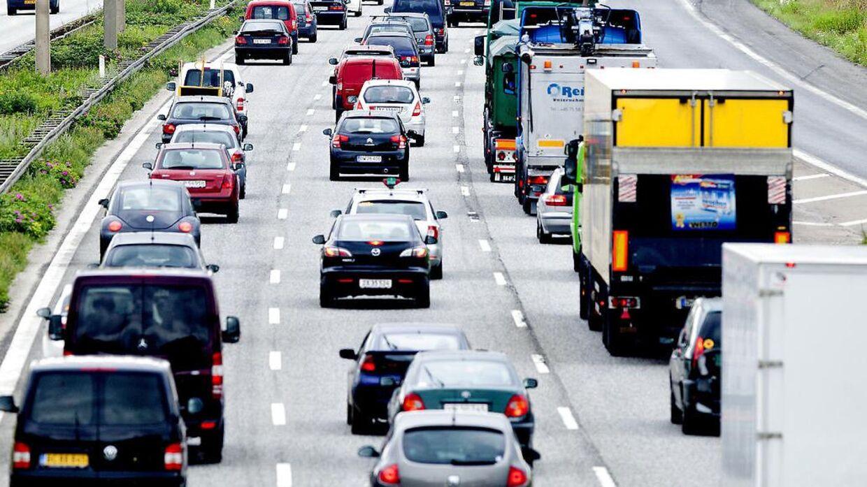 Arkivfoto af motorvejskø.
