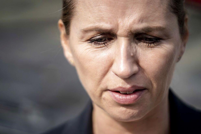 Statsminister Mette Frederiksen har fredet udenrigsminister Jeppe Kofod, som igen har været ude og beklage, at han i 2008 havde et seksuelt forhold til en kun 15-årig pige.