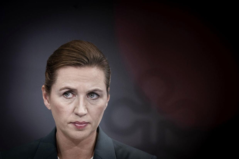 Statsminister Mette Frederiksen har fredet Jeppe Kofod. Hun har tillid til ham som minister, siger hun.