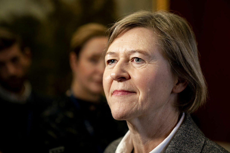 Politisk leder hos Alternativet, Josephine Fock, mener, at kulturen på Christiansborg kræver, at alle politikere og ansatte skal på et obligatorisk kursus, hvor man lærer at håndtere og forebygge sexchikane