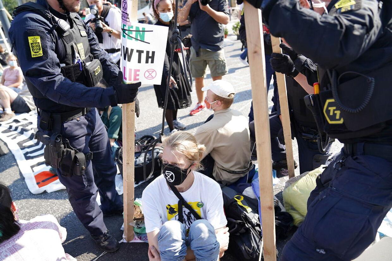 Extinction Rebellion blokerer trafikken på Kongens Nytorv i indre København under Demonstrationen: Tiden er inde: Oprør for livet 2020.