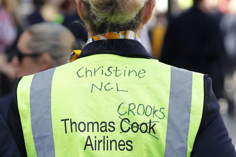 En demonstrant har erstattet ordet Cook med Crooks. Det betyder 'skurke'.