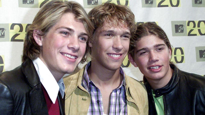 Her de tre Hanson-brødre Taylor, Isaac og Zac Hanson fotograferet i 2001.