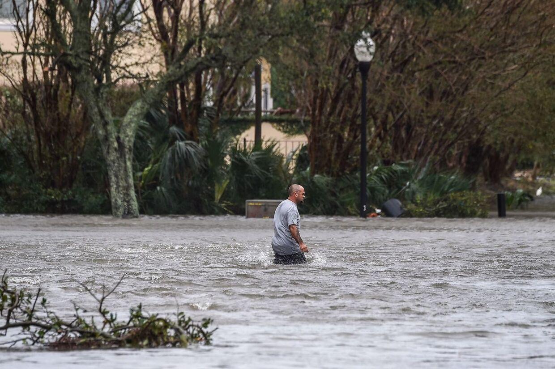 """Orkanen Sally har onsdag forårsaget det, USA's nationale orkancenter betegner som """"historiske og katastrofale"""" oversvømmelser på kysten langs delstaterne Alabama og Florida."""
