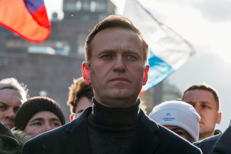 Den russiske oppositionspolitiker Aleksej Navalnyjs assistenter siger, at han blev forgiftet ved at drikke af en vandflaske på sit hotelværelse i den sibiriske by Tomsk - og ikke af en kop te i lufthavnen, som tidligere antaget. (Arkivfoto) Shamil Zhumatov/Reuters