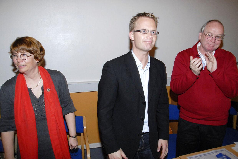 Anette Stæhr sammen med Jeppe Kofod, der blev mødt med klapsalver, da han, otte dage efter skandalen kom frem, blev genvalgt som spidskandidat på Bornholm. Samtlige syv partiforeninger på Bornholm støttede ham.