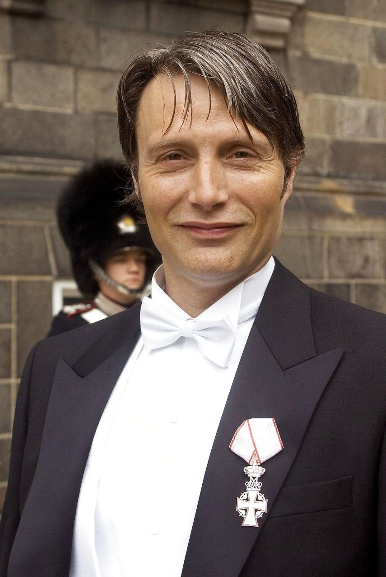 En stolt Mads Mikkelsen var i 2010 i audiens hos Dronningen for at takke for sit ridderkors.