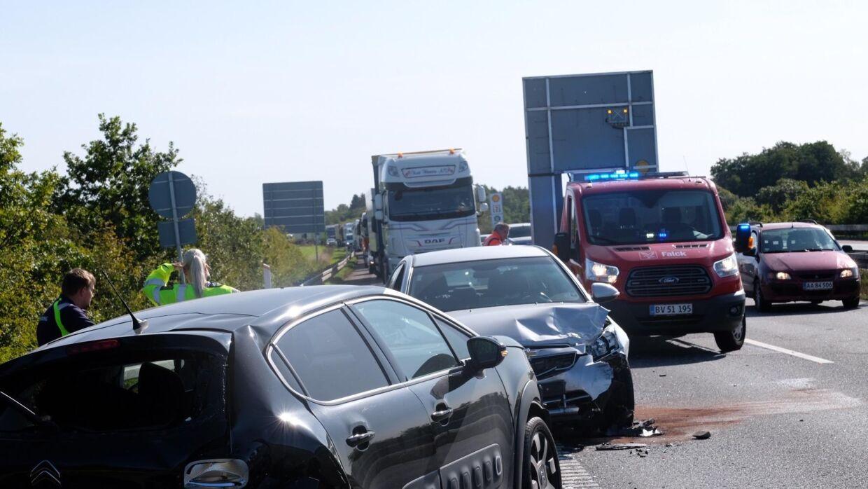 Fem biler var involveret i et færdselsuheld på Vestmotorvejen. Foto: Byrd/Lind Foto