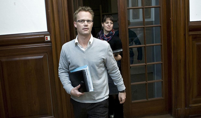 Jeppe Kofod på sin første arbejdsdag efter den 'tænkepause' han tog i 2008, da sagen kom frem.