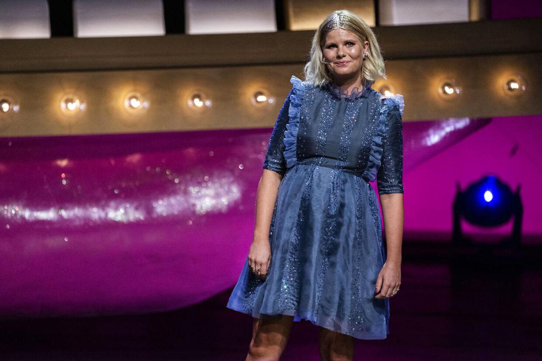Sofie Linde på scenen ved 'Zulu Comedy Galla'.