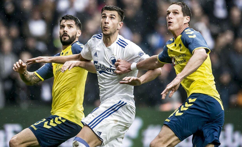 Andrija Pavlovic (i midten) har tidligere spillet i FCK-trøjen. Nu skal han tørne ud for Brøndby.