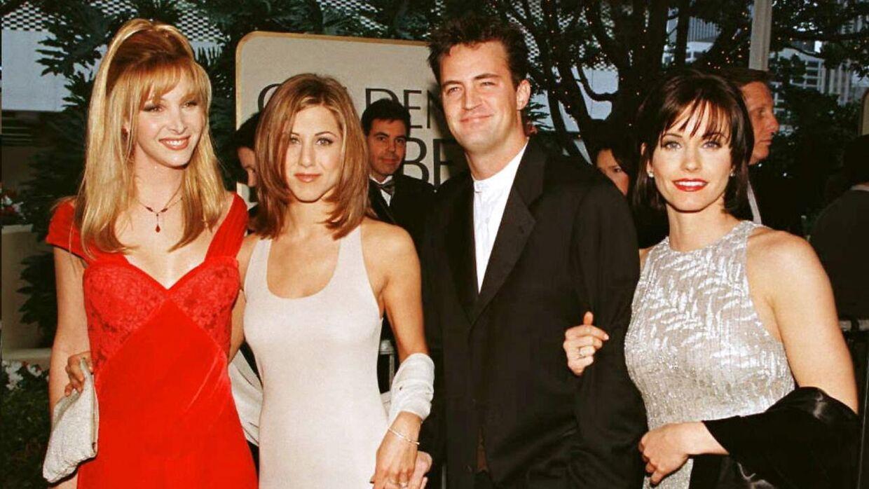 Fire af de seks hovedpersoner i serien 'Venner': Fra venstre til højre: Lisa Kudrow, Jennifer Aniston, Matthew Perry og Courtney Cox. Billedet er taget, mens serien kørte på tv.