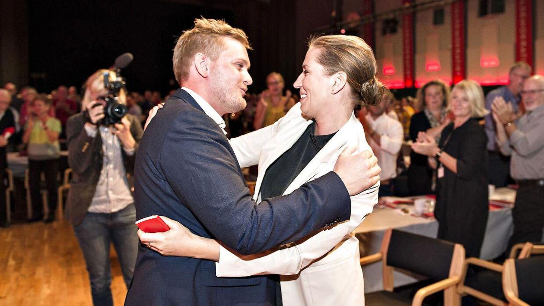 Tidligere DSU-formand Lasse Quvang Rasmussen og nuværende statsminister Mette Frederiksen i 2017.