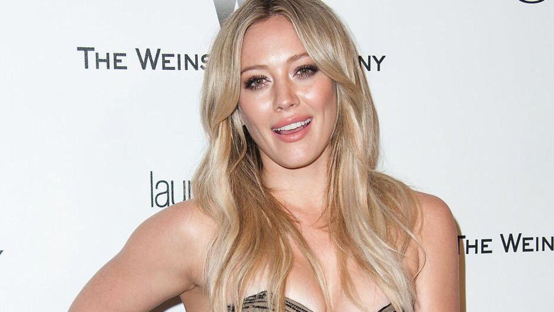 Hilary Duffs mand vil nu for evigt have hendes navn på balden. Eller i hvert fald indtil den bliver fjernet med laser, noget han selv joker med i hashtags til opslaget. (Arkivfoto).