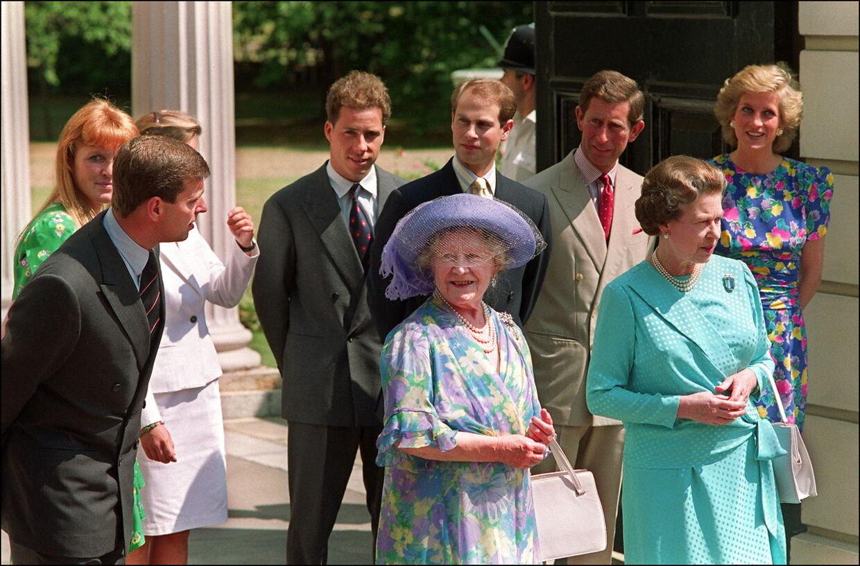 Hertuginde Sarah (yderst til højre) var i mange år gode veninder med prinsesse Diana. Her ses de med resten af den royale familie.