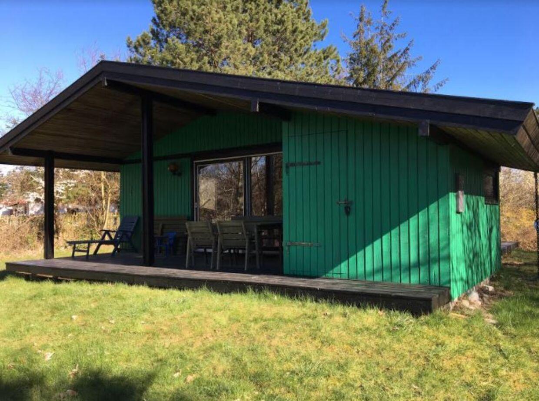 Det er dette sommerhus, som Karin Røssel Hoffmanns far ejede og sandsynligvis betalte for meget i skat af.
